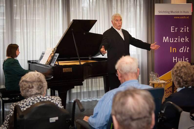 Piano en zanger