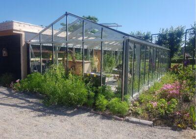 Een plantenkas voor groene dagbesteding